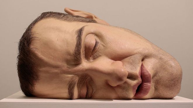 Hyperrealistic masks that are not detected