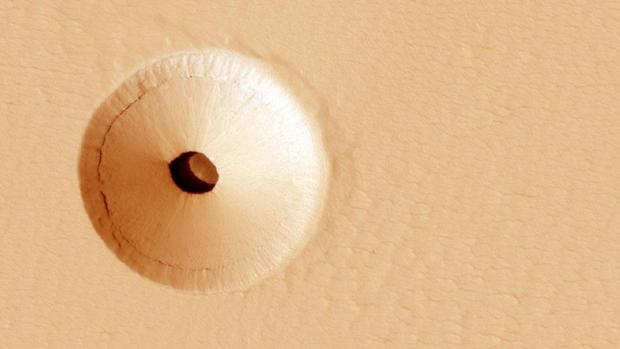 The hole on Mars that could serve as a refuge