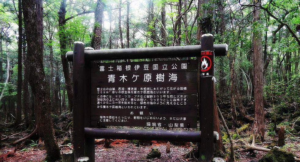 Sign in the forest of the suicides that tries to dissuade those who seek death.