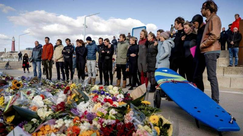 The sea foam that killed five surfers left great pain in the population of The Hague.