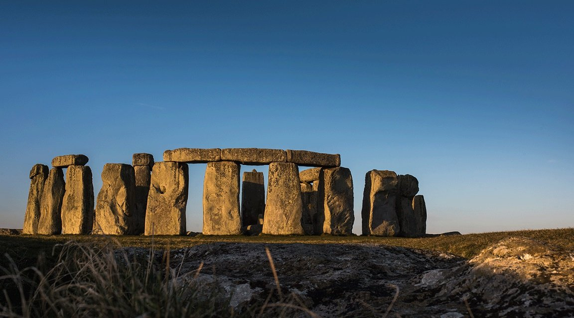 Stonehenge is a place full of mystical energy that attracts thousands of tourists every year.