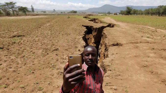 The crack in Africa is growing 7 mm every year, less than a meter per century, but it is unstoppable.