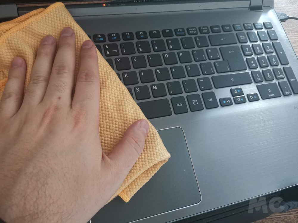 How to clean and disinfect your laptop