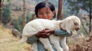 Olga Murray y los niños de Nepal