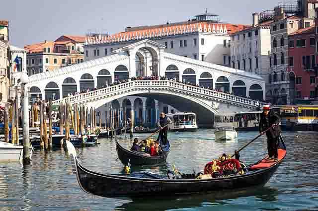 famous bridges in Europe