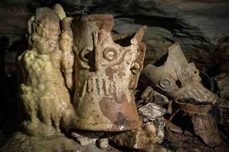 Items found in Balamkú Cave