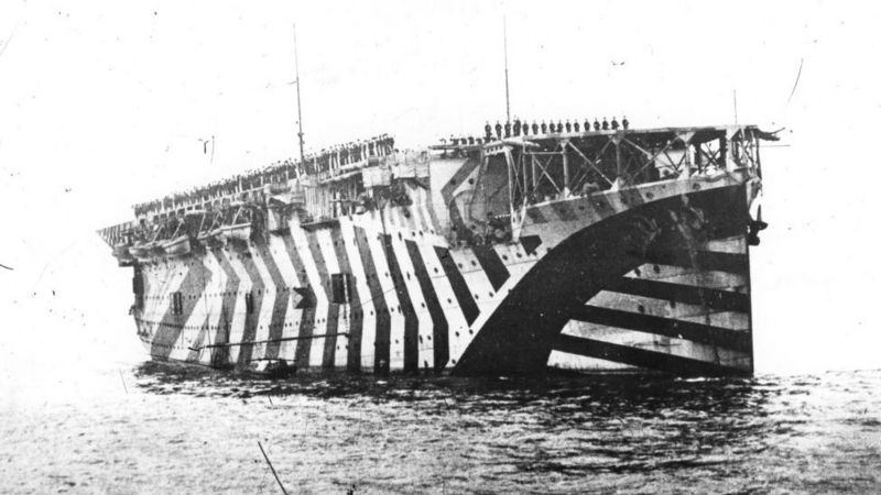 The ships were camouflaged with irregular patterns that made their position difficult.