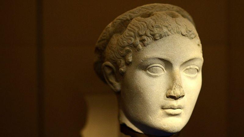 Cleopatra statue ... no nose.