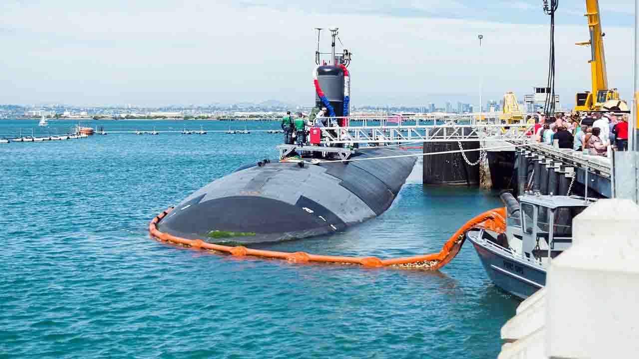 Submarine is sinking