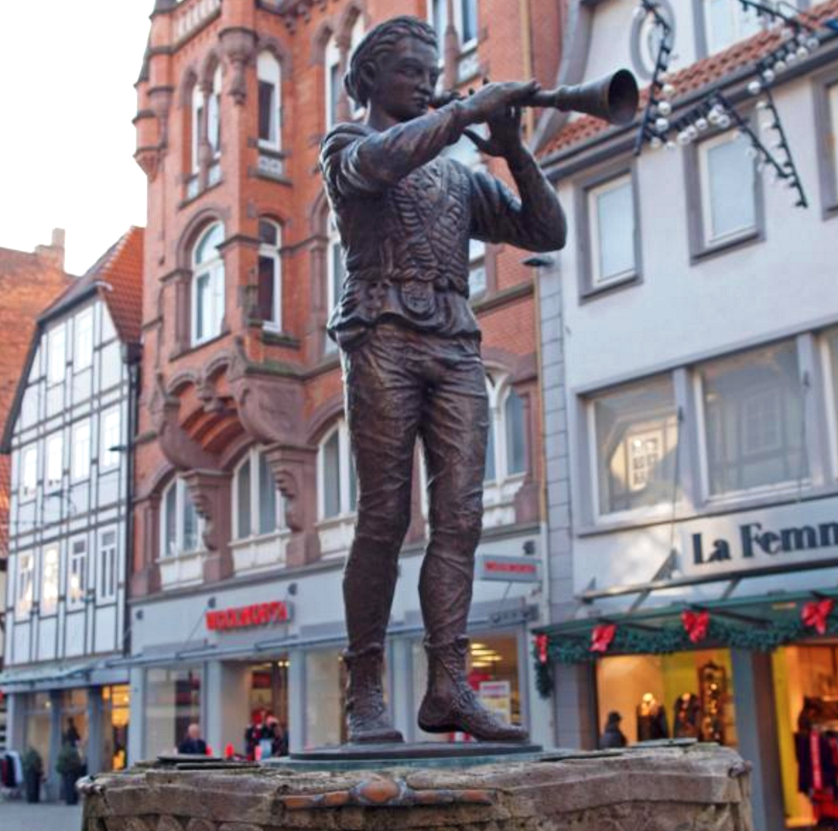 The image of the flute player appears all over the city and his memory.