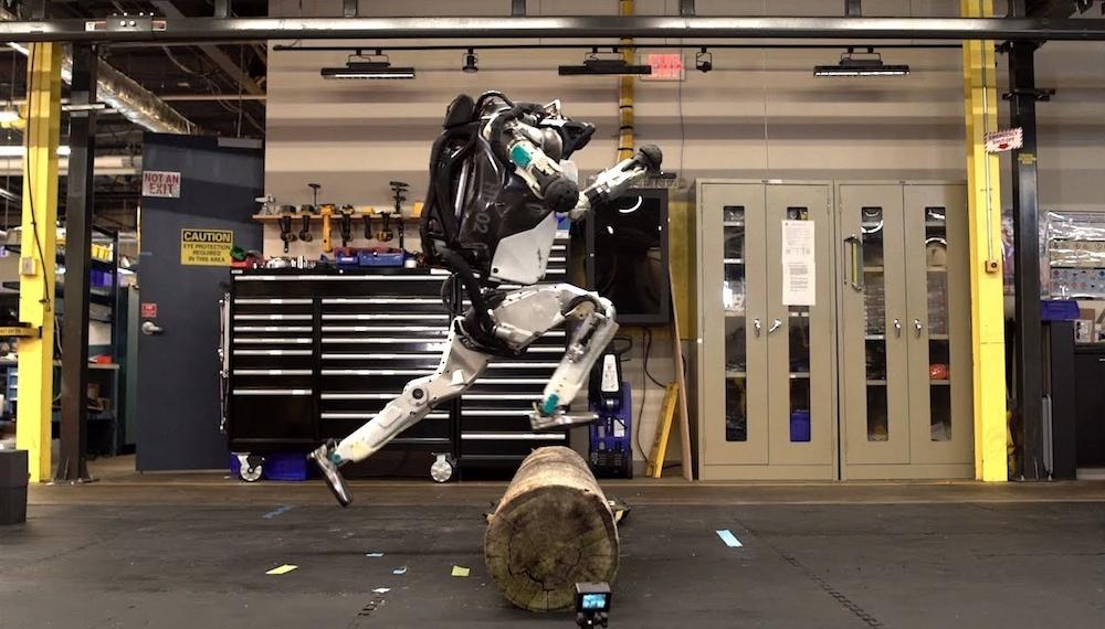 The robot that does parkour performs excellent maneuvers.