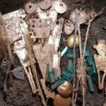 8 pots with gold and jewels discovered near the city of El Dorado