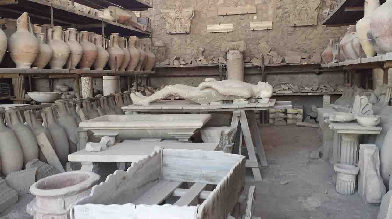 pompeii inhabitant cast